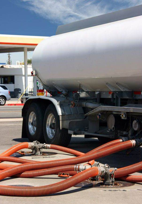 Tank Truck with Hose Application