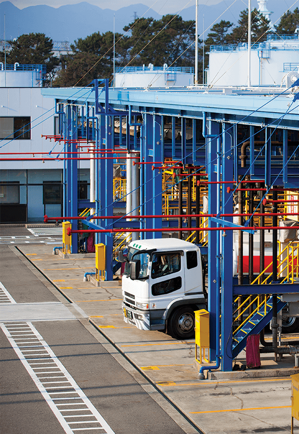 Truck site for loading/unloading hazardous materials
